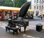 Artur Rubinstein sculpture on Ul. Piotrkowska, Łódź- from Wikipedia.